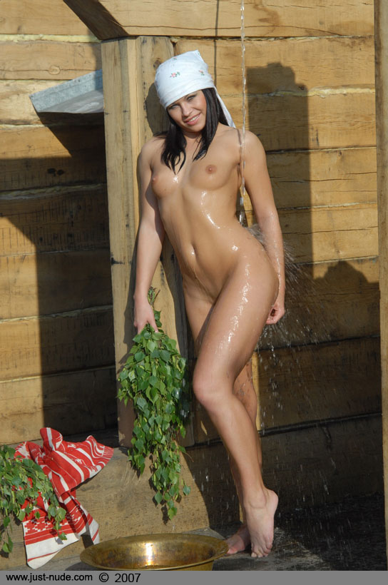 girls naked in outdoor showers