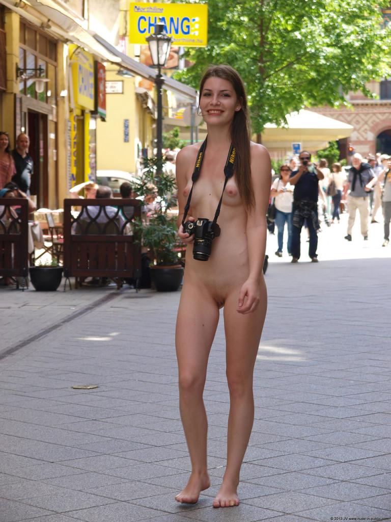 Nude-in-Public.com