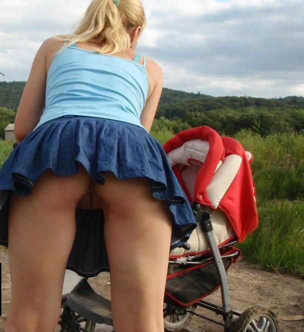 фото подгладывание под юбкой за грязными трусами
